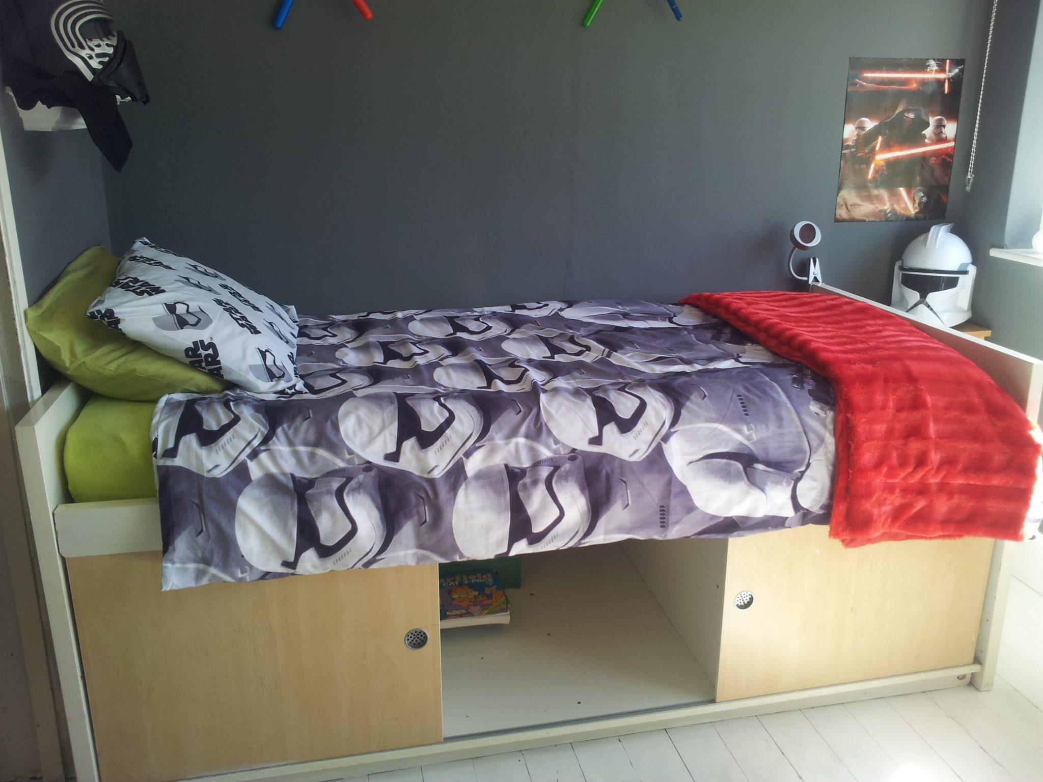 Star Wars Bedroom Makeover - Star Wars bed